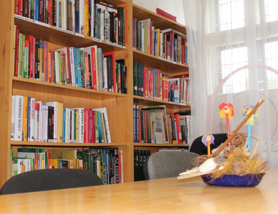 Boldogasszonyfa könyvtár