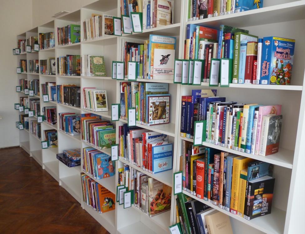 Szentdénes könyvtár